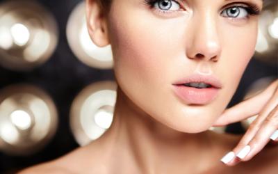 Usta w kolorze VITAGE PINK z matującą pomadką marki DR IRENA ERIS